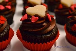 Valentine cupcake white heart 2