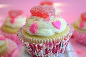 Vanilla Valentine cupcakes 5